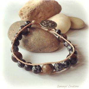 Wraparmband i skinn med chiastolit och snö-obsidian