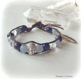 Wraparmband i skinn med akvamarin, lapis lazuli och bergkristall