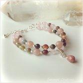 Armband med rosenkvarts, eldagat, jordgubbskvarts, turmalin och hänge i rodonit