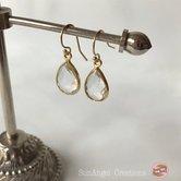 Guldpläterade örhängen med bergkristall